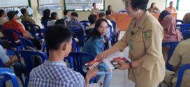 Dinas Kominfo Bagikan Stiker LAPOR ke Kelurahan