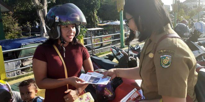 Cegah Hoax Diskominfo Kota Palangka Raya Bagikan Leaflet Lawan Hoax